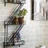 Une étagère façon escalier de secours New-Yorkais