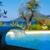 Piscinelle fait de la pub sexy pour ses piscines design